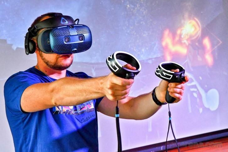 Kính thực tế ảo HTC Vive Cosmos